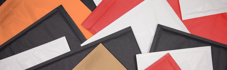 Farbige Luftpolsterumschläge und Luftpolstertaschen (Kraftpapier)